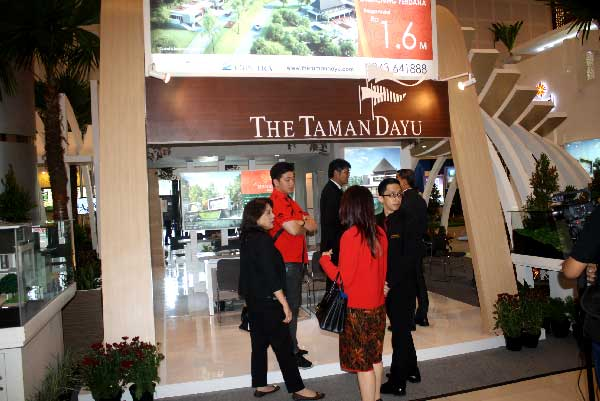 The Taman Dayu Pameran Tunggal di Plaza Marina Surabaya 18-24 April 2016